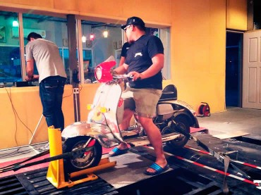 Motor bike on dyno at Ritter Performance Tuning Thailand