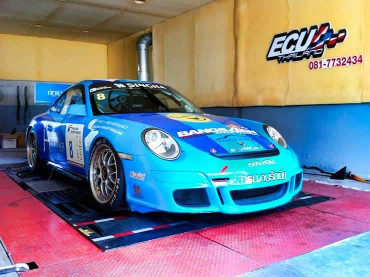 Porsche-race car being prepared on Dyno at Ritter Performance