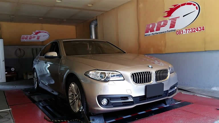 BMW 520d F10 2014 on the rolling road at RPT Thailand