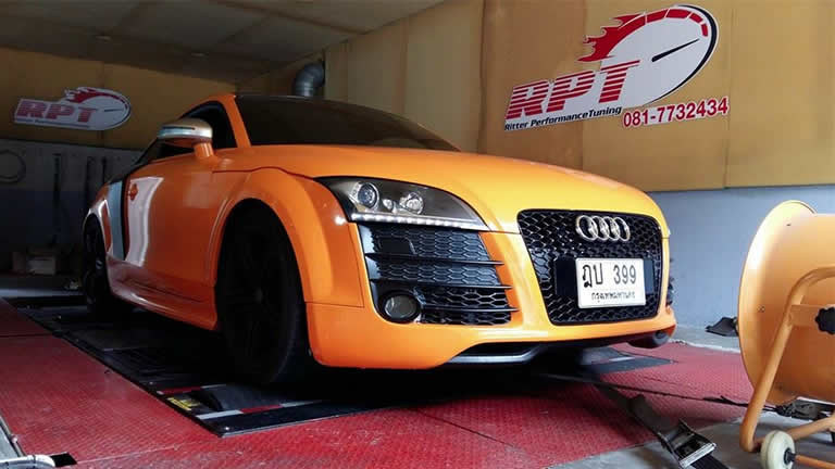 Audi TTS 2010 on the rolling road at RPT Thailand