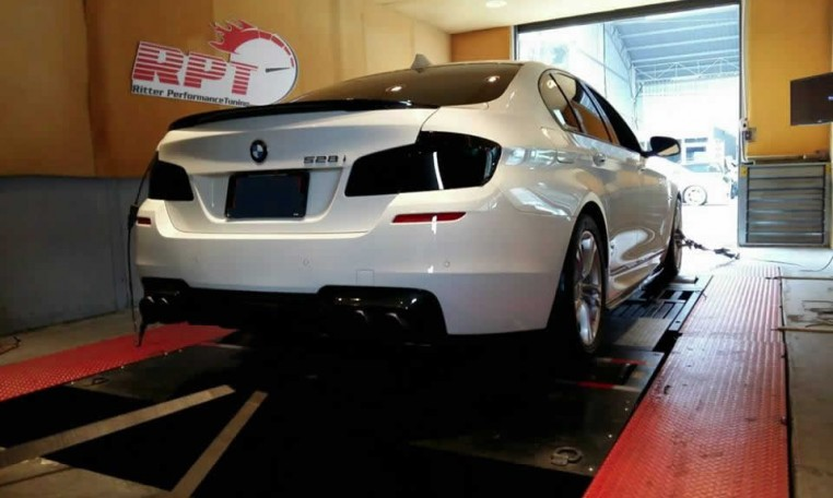 2015 BMW 528i F10 on dyno for ecu remapping