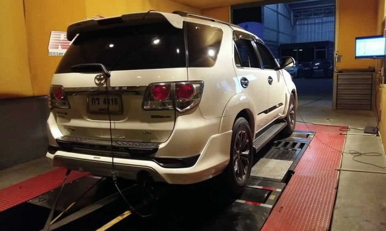 Toyota Fortuner 3L 2012 on dyno for ECU remapping